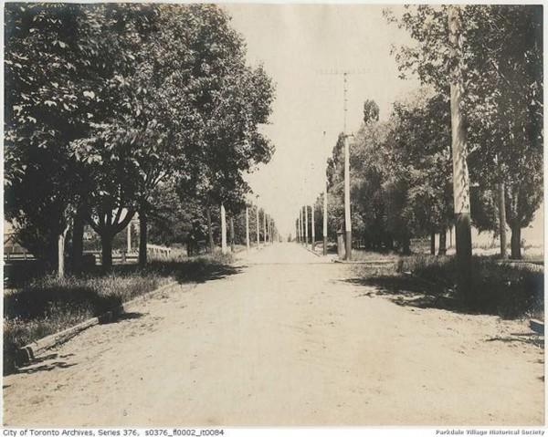 1888 c no sidewalk yet looking n e Dunn across tracks _tn