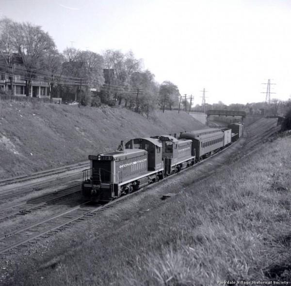 1915 pluss Book cover of C. N. R. tracks, looking e. to Dunn Ave. bridge, Springhurst tpl_tn