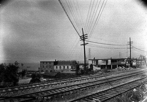 1911 Sunnyside Crossing 15 Dean's Canoe Boat Works. new Hydro towers.